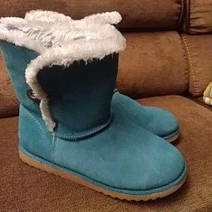 Shoes - Turquoise boots with fur & button